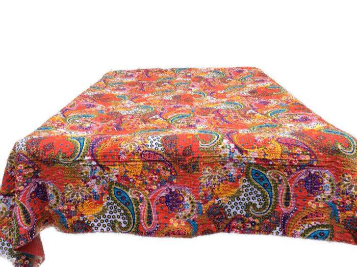 quiltet sengetæppe Quiltet sengetæppe af indiske bomulds findes i 3 farver quiltet sengetæppe