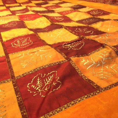 Enkelt sengetæppe i silke med to pudebetræk
