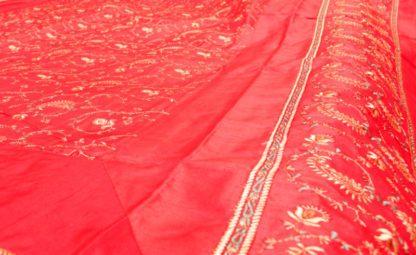 Silke sengetæppe med broderier og 4 pudebetræk