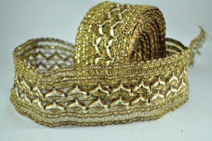 Løst vævet kantebånd i guld tråd 6 cm.
