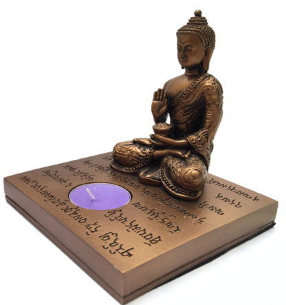 Golden Buddha med lys