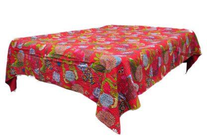 Rød sengetæppe