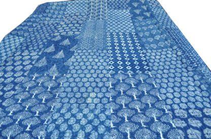 Blå sengetæppe