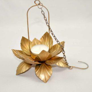 Skab en hyggelig stemning med disse smukke lotus lanterner.