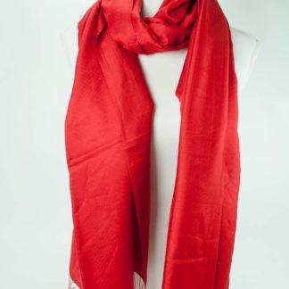 Silke tørklæde vendbare De eksklusive silke tørklæder er fremstillet af 100 % silke og er vendbare. Sjalerne har en fantastisk evne til at regulere sig efter vejret.