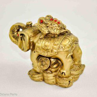Elefant med lykkefrø på ryggen