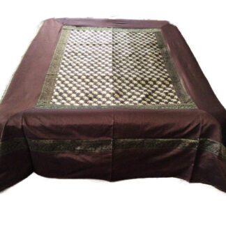 Brunt sengetæppe i art silke