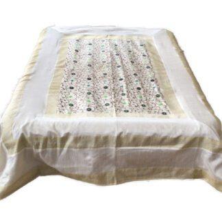 Hvidt sengetæppe i art silke