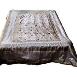 Sølvgråt sengetæppe i art silke