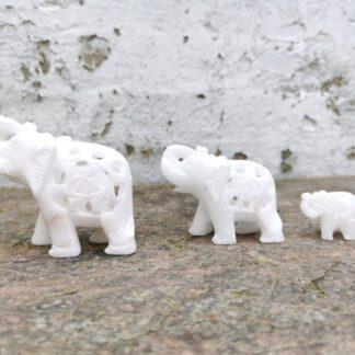 Elefant af hvid marmor
